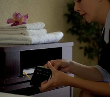 Проверка домашнего персонала на детекторе лжи